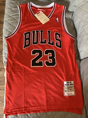 Michael Jordan #23 Mitchell & Ness red Chicago bulls Jersey for Sale in Sylmar, CA