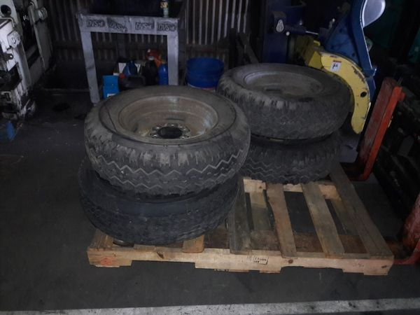 Free Trailer tires and hyd jack