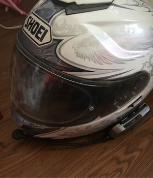 Shoei helmet with Bluetooth connect for riders in groups they can connect to talk with you as well. $350 obo for Sale in Guthrie, KY