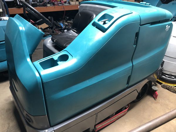 Tennant T17 rider floor scrubber (reconditioned)