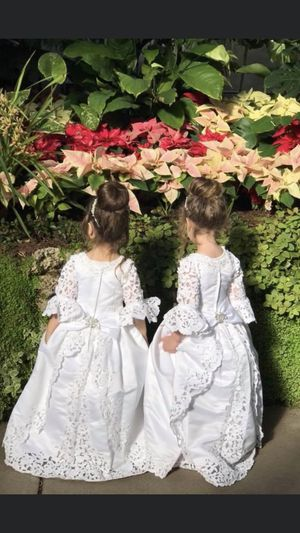 Flower girl dresses 7 to 10 years old . for Sale in Commerce Charter Township, MI