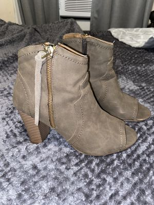 Heels size 7.5 for Sale in Oakland, CA