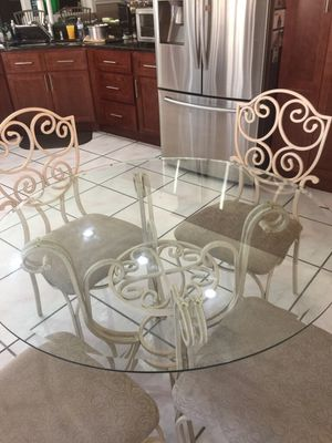 Breakfast table beige with 4 chairs for Sale in Kissimmee, FL