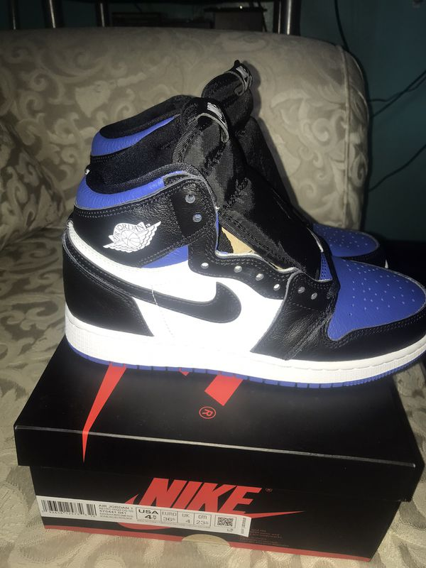 Air Jordan 1 Retro High OG Royal Toe size 4.5y