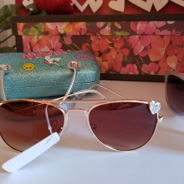 ❤ YOUNG GIRL'S SUNGLASSES WITH CASE!