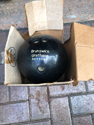 Brunswick bowling ball...raspberry pearl,...weight : 14 37 ... custom top weight 2 20...Urethane Ebonite brand for Sale in Pompano Beach, FL