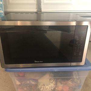 Magic Chef Stainless Steel Microwave (BRAND NEW) for Sale in Kissimmee, FL