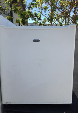 Sunbeam Mini Fridge for Sale in Hawthorne, CA