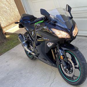 2013 Kawasaki Ninja 300cc Only 6k miles! for Sale in Downey, CA