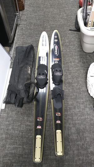 O'BRIEN PERFORMER WATER SKIES for Sale in Snellville, GA