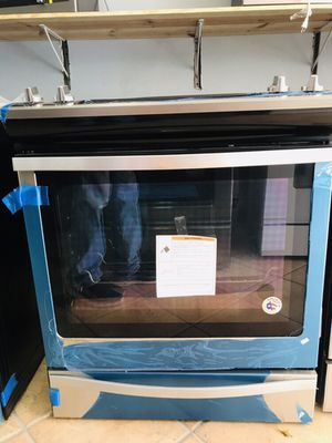 Brand New Whirlpool Slide in stove 6.3 CuFt for Sale in Pembroke Pines, FL