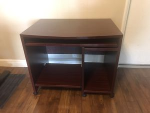 """Small desk 36"""" 25"""" for Sale in Fresno, CA"""