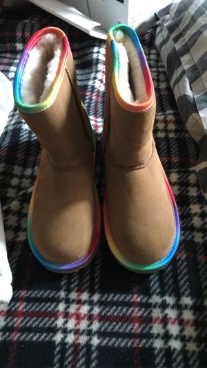 Female ugg boots size 3 for Sale in Milwaukee, WI