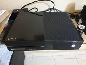 Xbox One 500GB with Kinect Sensor Bar for Sale in Tamarac, FL