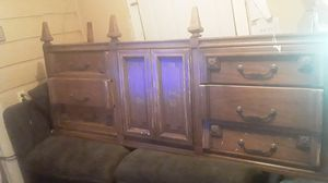 Dresser with 9 draws for Sale in Ennis, TX