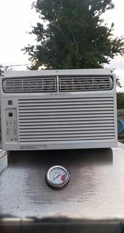 8,000BTU AC Frigidaire Window Air Conditioner Unit for Sale in Baytown, TX