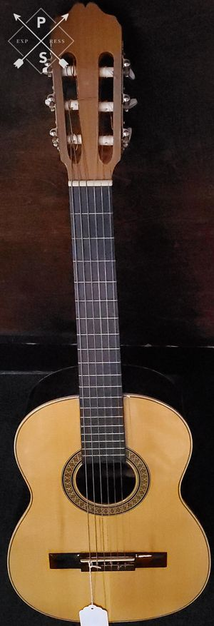 Artesano Requinto Acoustic guitar for Sale in Bridgeport, CT