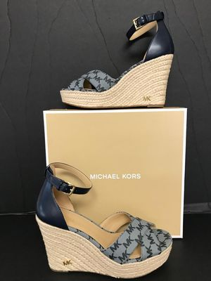 NEW MICHAEL KORS SIZE 7.5 FOR WOMEN NUEVOS for Sale in Dallas, TX