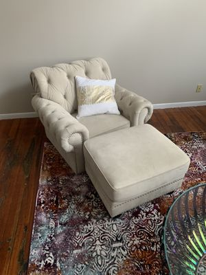 Plush love seat and ottoman for Sale in Cincinnati, OH