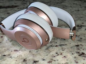 Rose gold beats solo 3 for Sale in Rocklin, CA