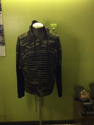 T shirt camo hoodie for Sale in Chicago, IL