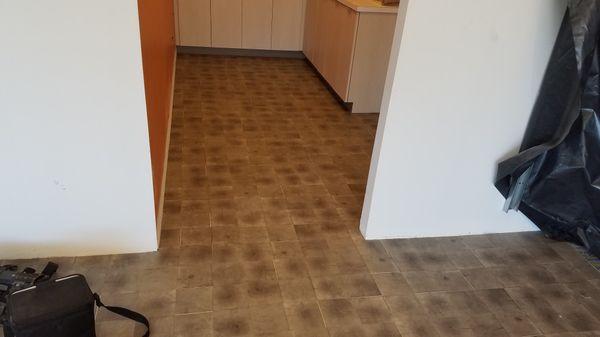 we install carpet, vct, lvt, base any kind of floor estimated free low prices. Se instala carpeta o todo tipo de piso precio confortables