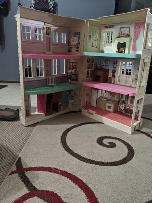 Dolls house for Sale in Portland, OR