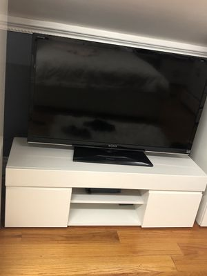 WHITE TV STAND for Sale in Queens, NY