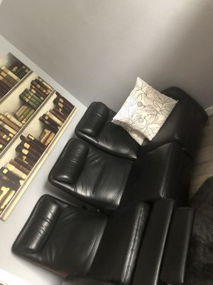 Dania black leather recliner couch for Sale in Kent, WA