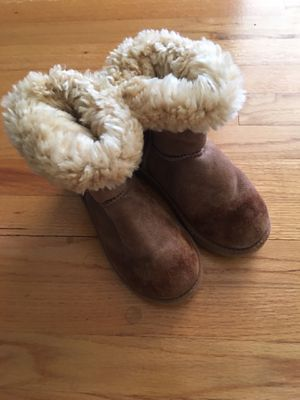 Girls ugg boots size 2 for Sale in Simpsonville, SC