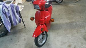 Honda Spree in good condition moped scooter 50cc 2050 miles for Sale in Seattle, WA