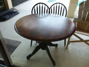 Round Table and 2 Chairs for Sale in Ave Maria, FL