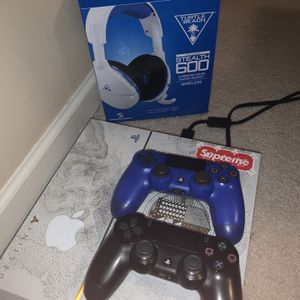 PS4 *DESTINY EDITION* Perfect Condition. ,comes With 2 Controllers And Wireless Turtle Beach Headset Worn Once. for Sale in Novi, MI
