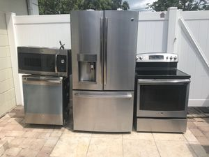 BRAND NEW STAINLESS STEEL KITCHEN SET BY GE for Sale in Tampa, FL