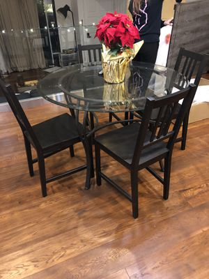 Round glass dining table for Sale in Santa Monica, CA