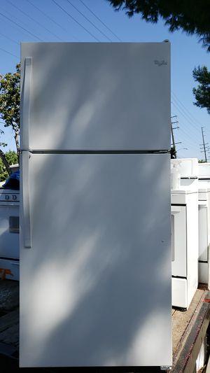 WHIRLPOOL REFRIGERATOR W/ICE MAKER for Sale in Santa Ana, CA