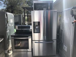 For saleeee!!!! Fridge Samsung, stove lg and microwave ge for Sale in Tampa, FL