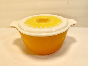 PYREX Vintage 1-1/2Qt Daisy Casserole Bowl with Lid (474-B) for Sale in Dade City, FL