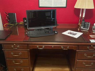 Mahogany Desk With Glass Top for Sale in Bothell,  WA