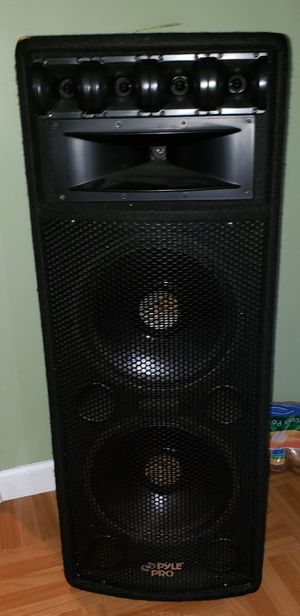Pyle pro 2x12 1600w speakers Set. Powerful bass and sound. for Sale in Waldorf, MD