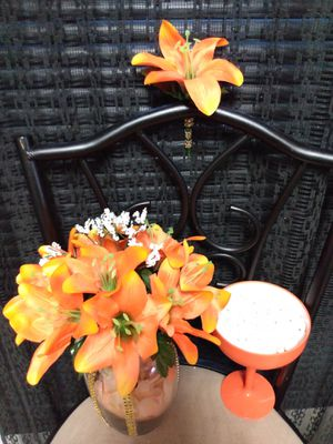 $30 very beautiful UNIQUE all Orange flowers with Gold rhinestones on glass vase. Boutonniere, orange candy cup dish & gift bag location- Solon, Ohio. for Sale in Cleveland, OH