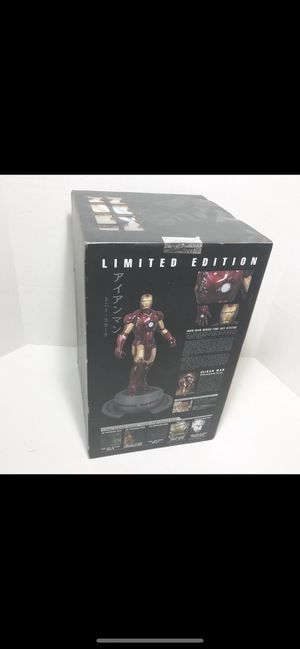 Collectable iron man movie statue Rare 6320/7000 for Sale in Freeport, NY