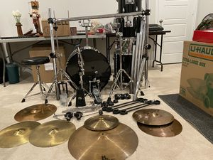 5 piece drum kit with high hat stand, snare stand, drum stool, ride cymbal stand, new Iron Cobra 200 kick pedal, 8 piece Gibraltar rack with clamps, for Sale in Grand Prairie, TX