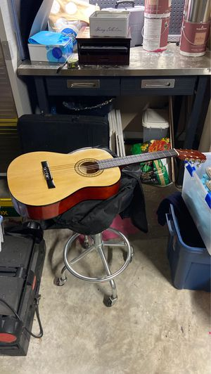 Guitar (small) (Kyle TX) for Sale in Niederwald, TX