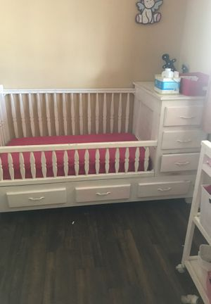 Baby crib and changing table for Sale in Fontana, CA