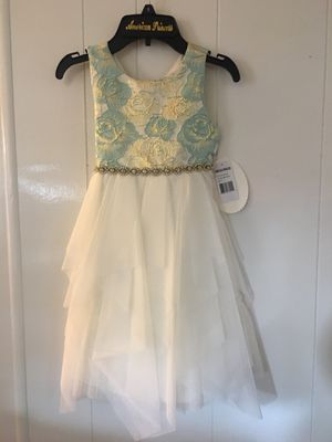 The dress size 5 for Sale in Rancho Cucamonga, CA