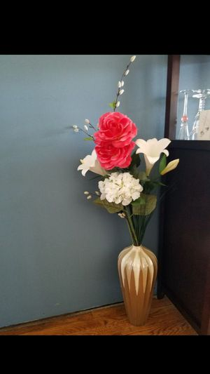 Vase flowers included for Sale in Glendale Heights, IL