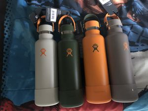 Hydro Flask 21 oz limited edition original with tags $35 each standard mouth for Sale in Los Angeles, CA