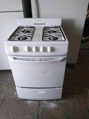 Hot point gas stove white 24 inch for Sale in San Bernardino, CA