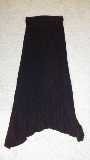 Black maxi skirt size LARGE no holes no stains. for Sale in Las Vegas, NV